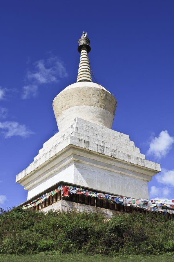 在松赞林寺,云南的最大的西藏佛教徒修道院,中国的Stupa 免版税库存图片