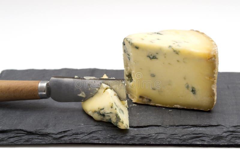 在板岩板的乳酪与利器 库存图片