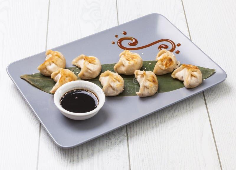 在板材的中国饺子 库存照片