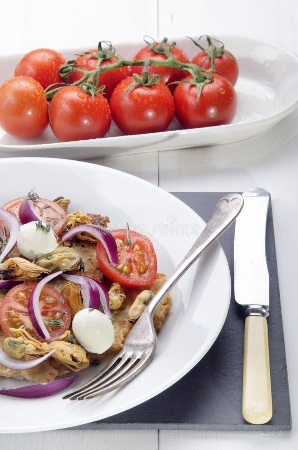 在板材的意大利土豆薄烤饼 库存图片