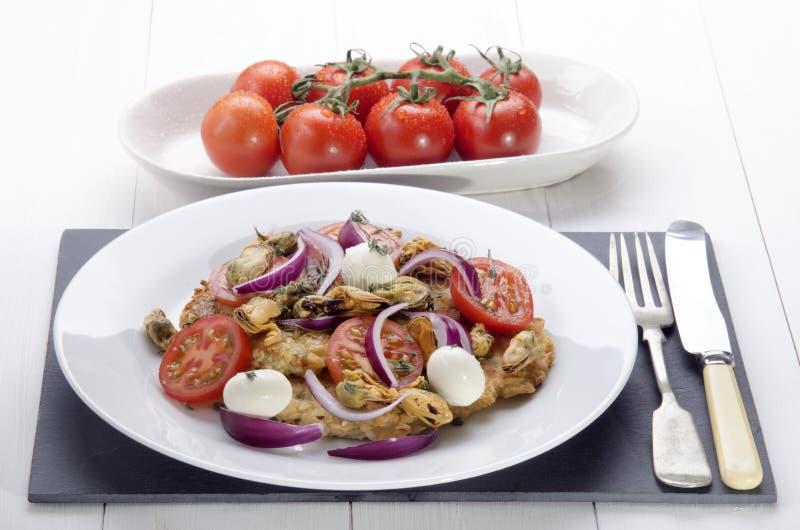 在板材的意大利土豆薄烤饼 库存照片
