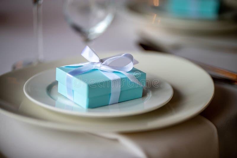 在板材的浅兰的礼物盒 库存照片