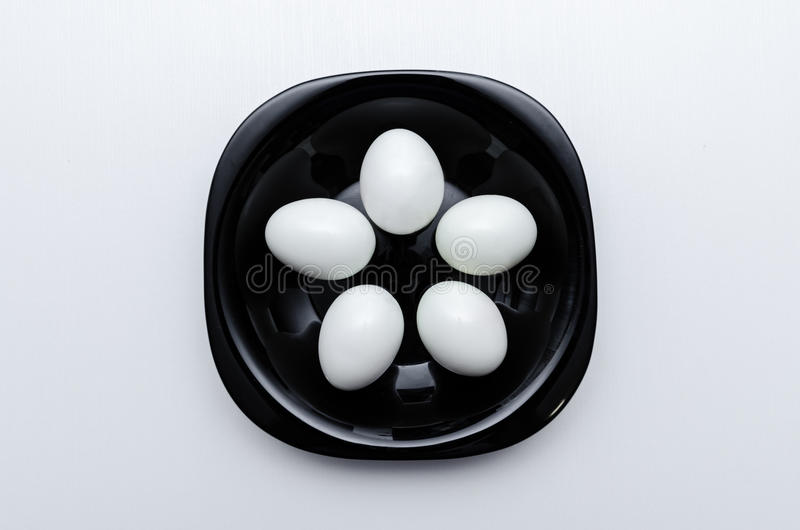 在板材的煮沸的鸡蛋 免版税图库摄影