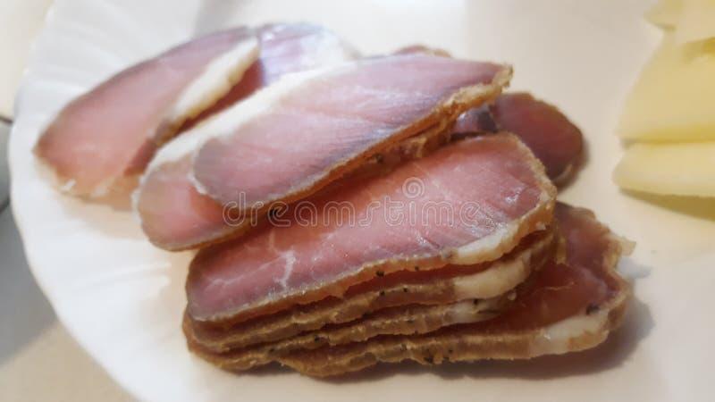 在板材的熏制的肉 库存照片