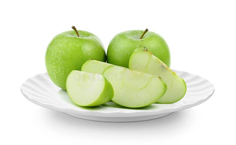 在板材的绿色苹果在白色背景 免版税库存照片