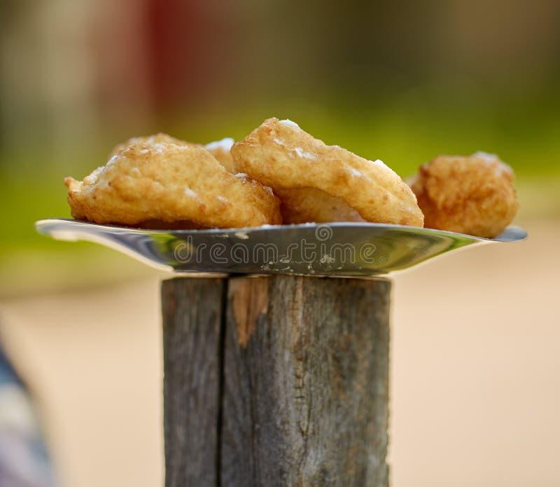 在板材的罗马尼亚油炸圈饼 免版税库存图片