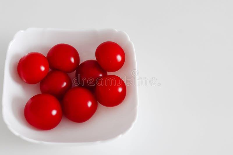 在板材的蕃茄 库存照片