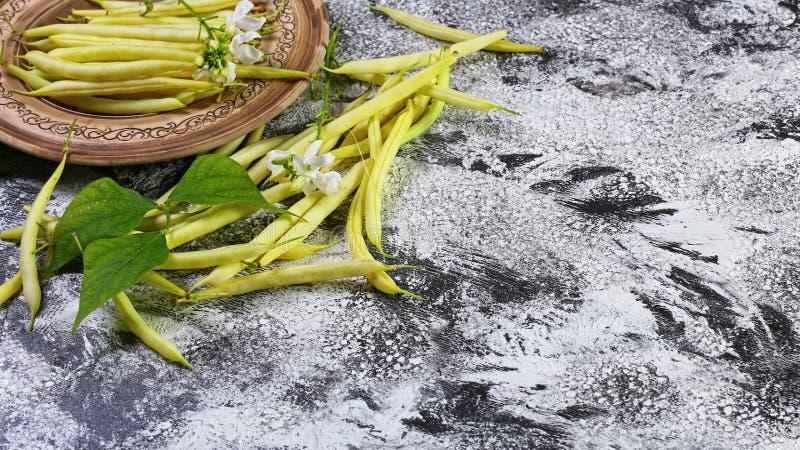 在板材的黄豆荚,食物特写镜头,文本的拷贝空间 网站横幅海报模板 素食主义者Supefoods 地道锂 库存照片
