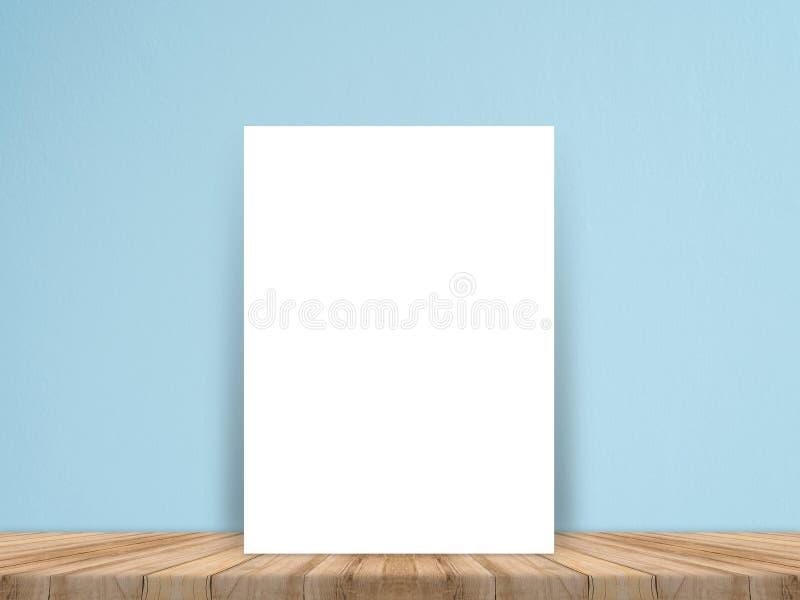在板条木地板和混凝土墙,模板嘲笑上的空白的白皮书海报为增加您的内容 库存图片