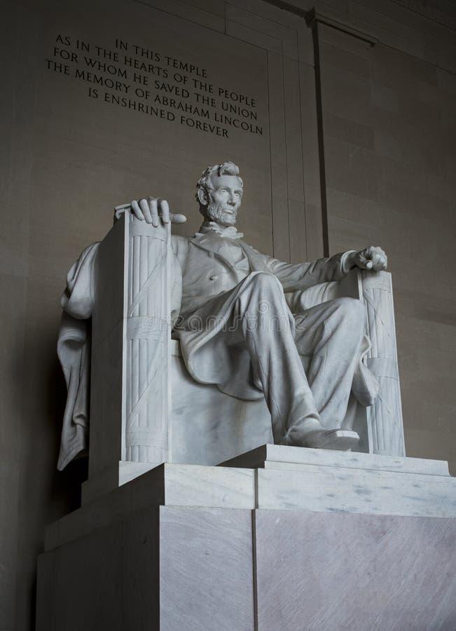 在林肯纪念堂的亚伯拉罕・林肯雕象华盛顿特区的美国 库存图片