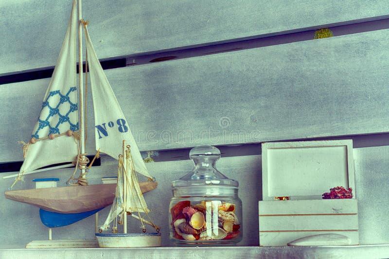 在架子的海洋主题 免版税库存图片