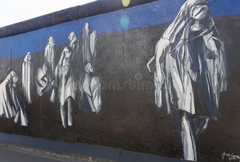 在柏林围墙的壁画在东边画廊 免版税库存图片