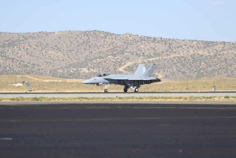 在柏油碎石地面的喷气式歼击机在西美国 免版税库存图片