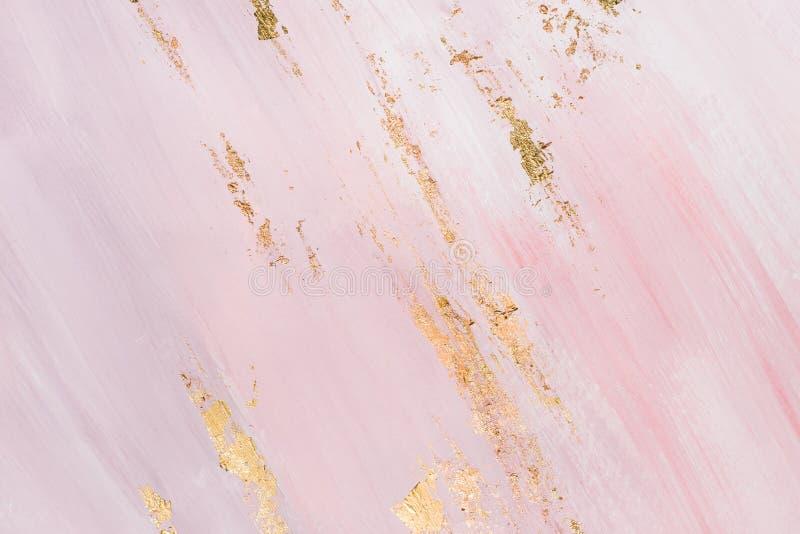 在柔和的粉红背景的金黄绘画的技巧 创造性地被绘的背景 免版税库存照片