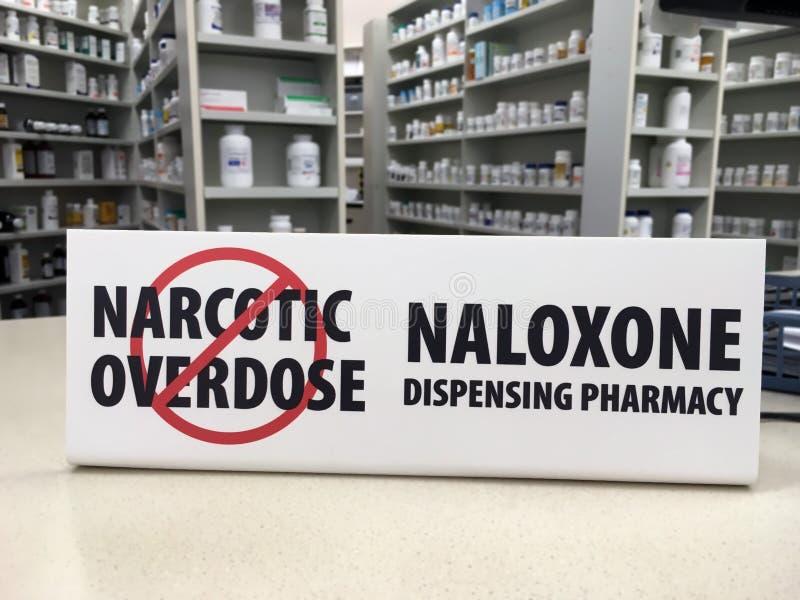 在柜台的Naloxone标志 库存照片
