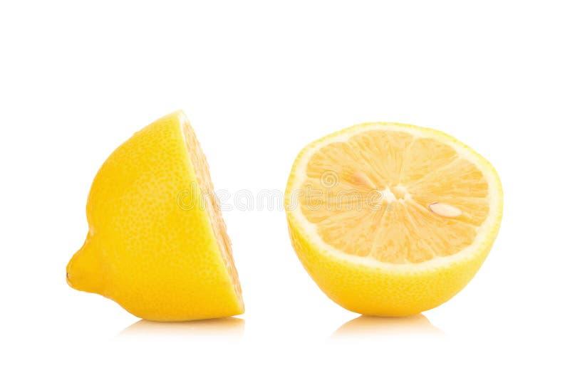 在柠檬路径白色里面的背景剪报 免版税库存照片