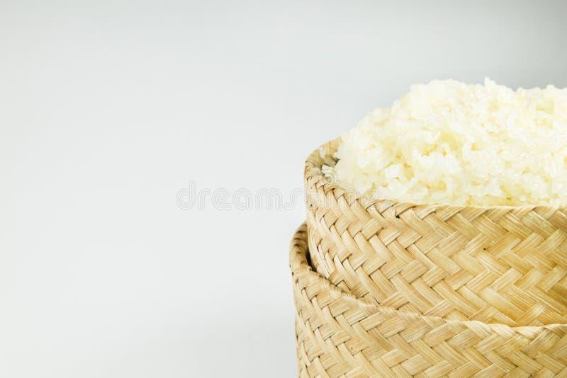 在柳条的黏米饭在白色背景 免版税库存图片