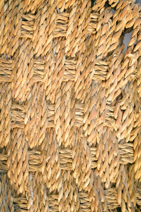 在柳条织法纹理,秸杆芦苇背景宏指令的特写镜头 免版税图库摄影