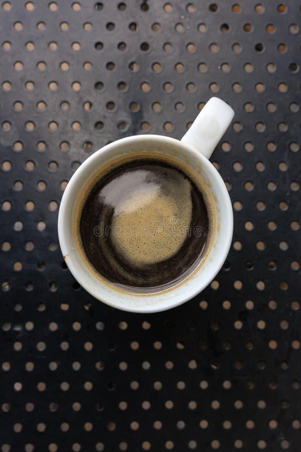 在标准白色杯子的Americano咖啡 库存图片