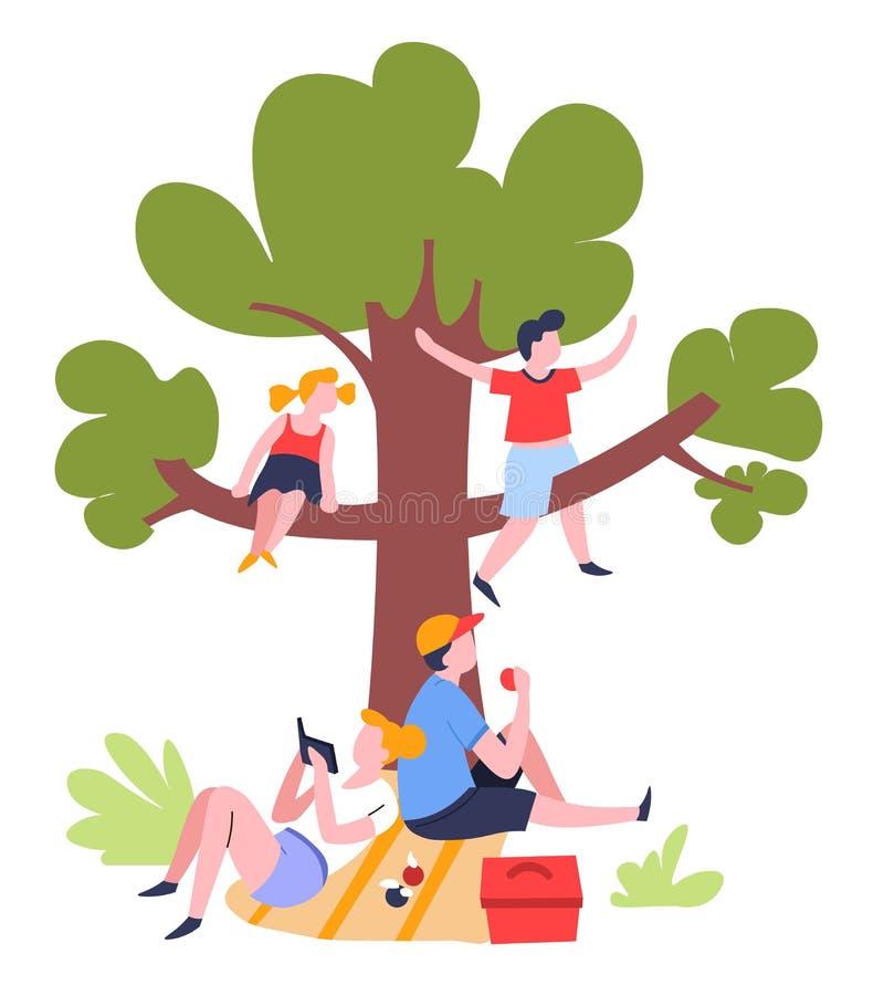 在树室外夏天活动下的家庭野餐 皇族释放例证