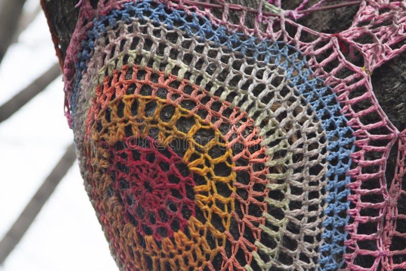 在树Caminito拉博卡布宜诺斯艾利斯阿根廷拉美好的南美的被绣的网 库存照片