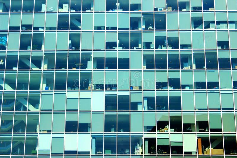 在校园的现代主楼 免版税图库摄影