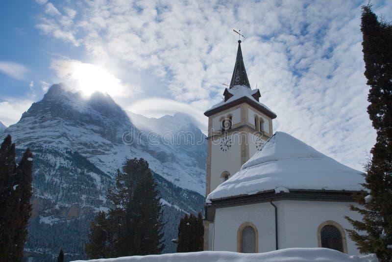 在格林德瓦滑雪区域附近的教会 瑞士阿尔卑斯在冬天 库存图片