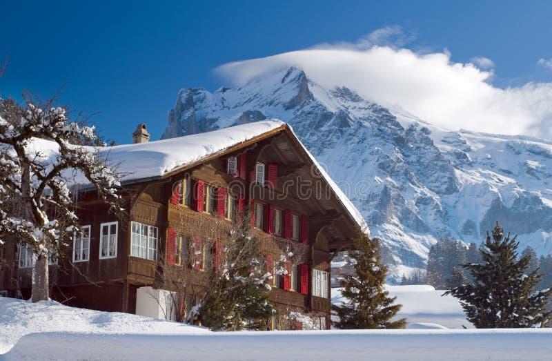 在格林德瓦滑雪区域附近的旅馆 瑞士阿尔卑斯在冬天 免版税图库摄影