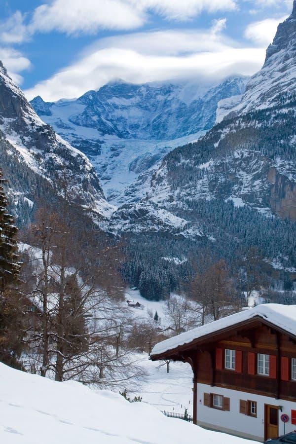 在格林德瓦滑雪区域附近的旅馆 瑞士阿尔卑斯在冬天 免版税库存照片