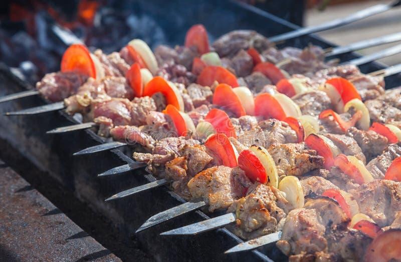 在格栅准备的开胃新鲜的肉 免版税库存照片