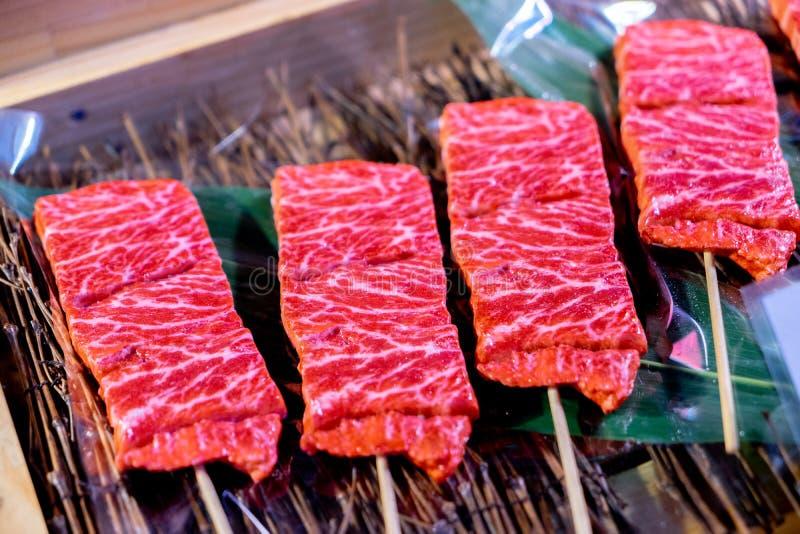 在格栅前的牛肉wagyu A5 图库摄影