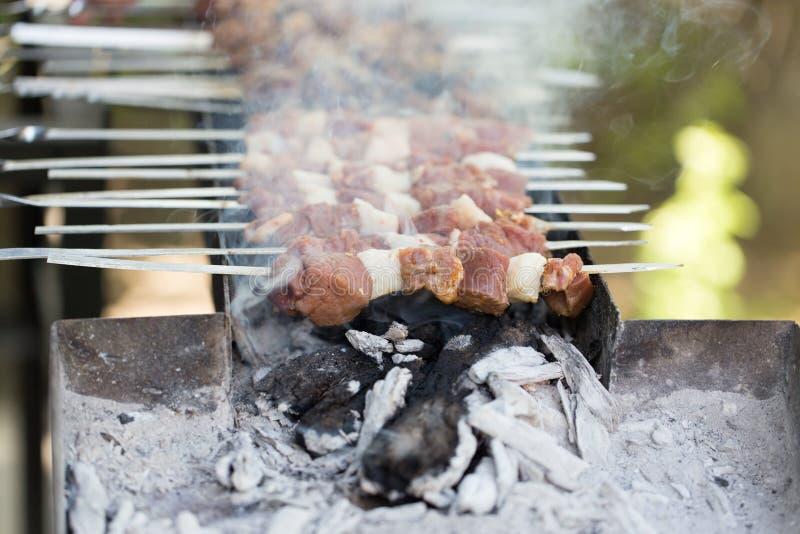 在格栅的烤肉 免版税库存照片