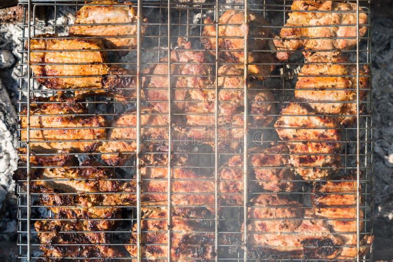 Download 在格栅的肉 库存照片. 图片 包括有 野餐, 猪肉, 烘烤, 贝多芬, 理发店, 烹调, 木炭, 夏天, 格栅 - 72369340