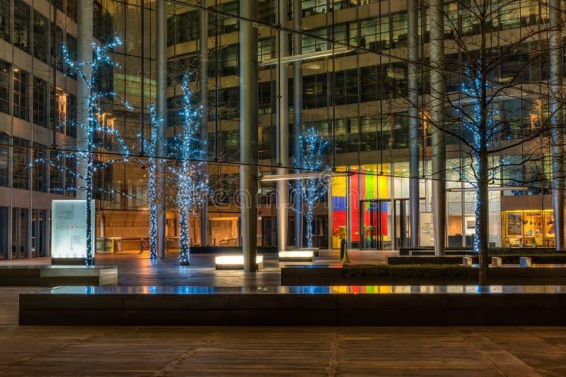 在格洛斯特法院的圣诞灯装饰在伦敦 免版税库存照片