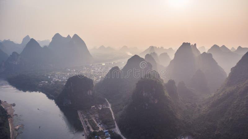 在桂林山的日落 免版税库存照片