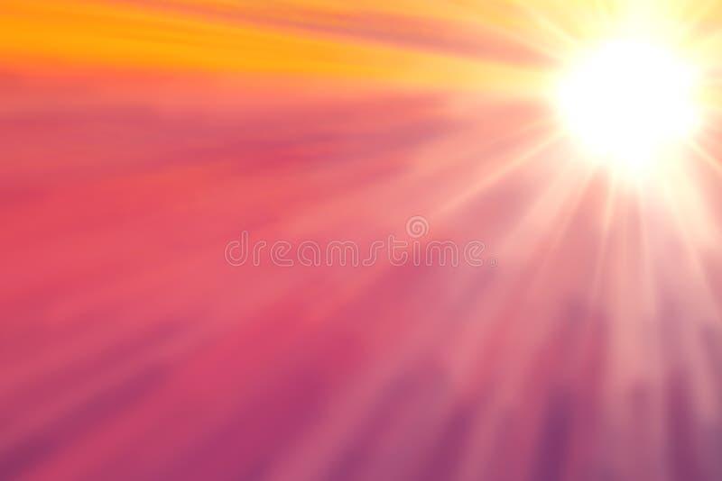 在桃红色和橙色天空的明亮的太阳 库存照片