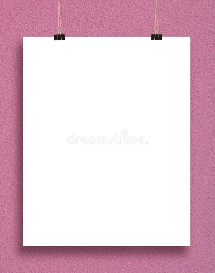 在桃红色墙壁上的纸牌。 库存照片