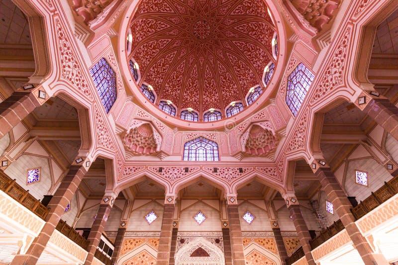 在桃红色清真寺里面,马来西亚 免版税库存图片