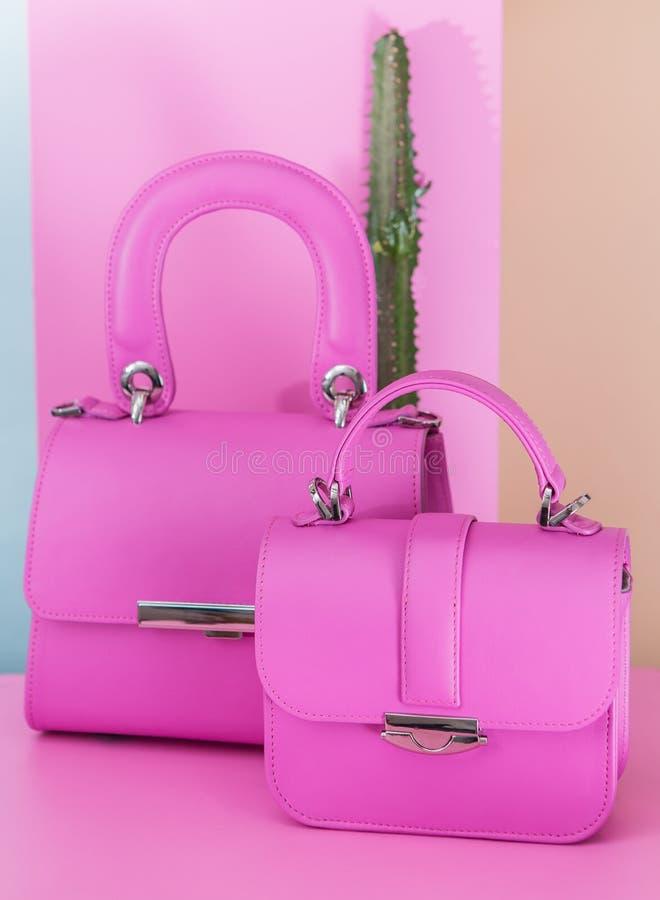 在桃红色背景的两个时尚袋子 图库摄影