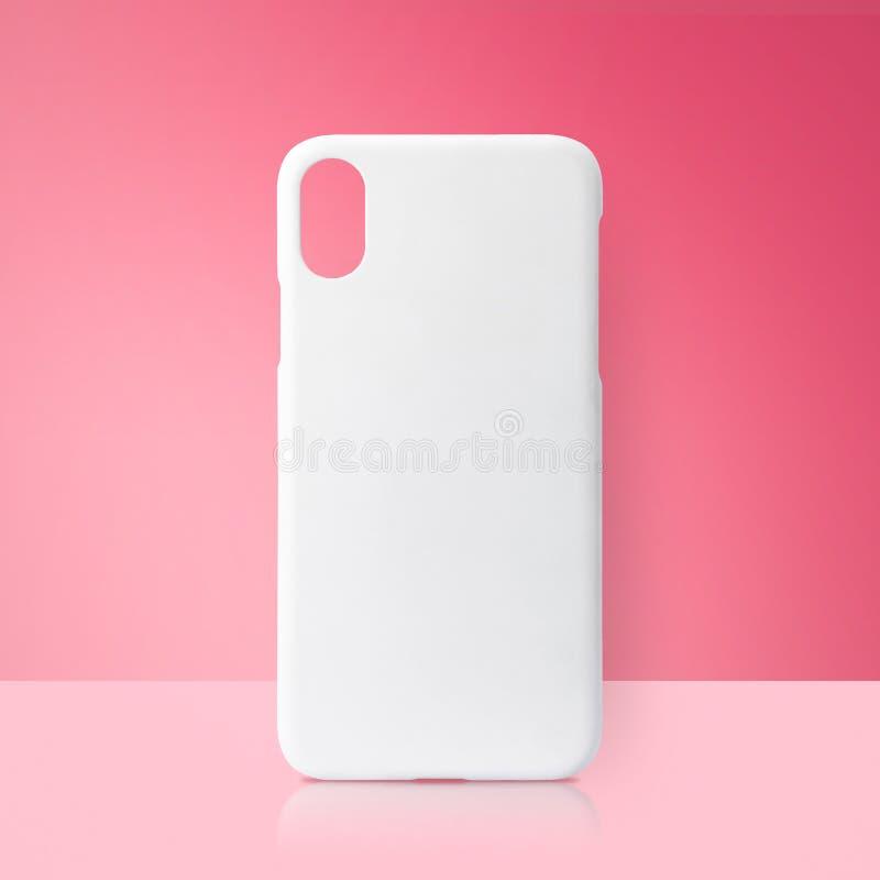 在桃红色背景的白色流动盖子 打印的空白的电话盒 免版税库存照片