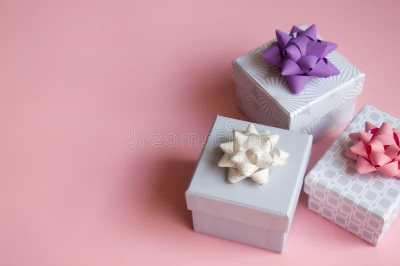 在桃红色背景的礼物盒 库存图片