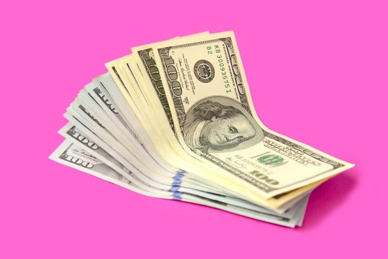 在桃红色背景的美国美元 o 免版税图库摄影