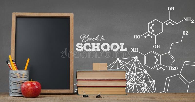 在桌上的书反对有教育和学校图表的灰色黑板 向量例证