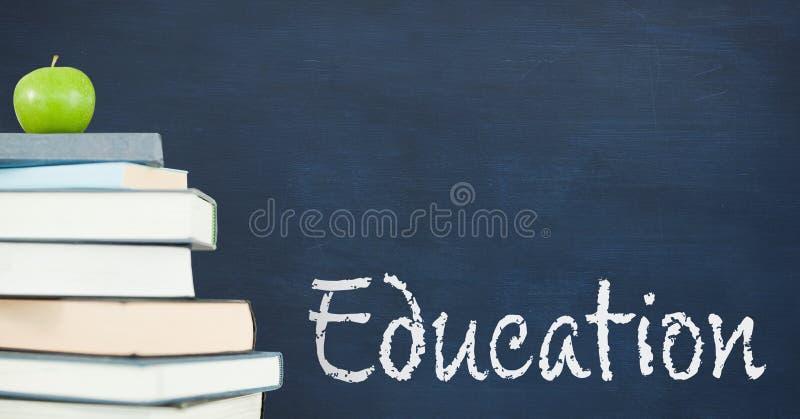 在桌上的书反对有教育的蓝色黑板发短信 库存例证