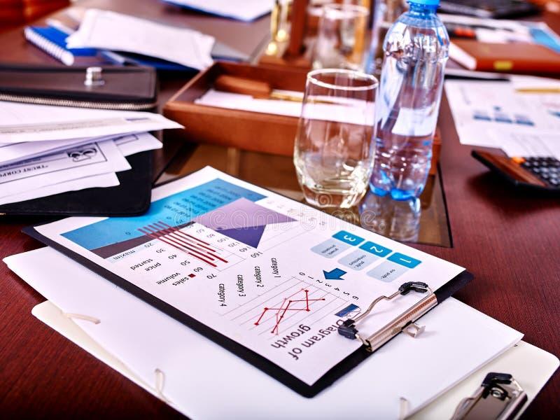 在桌上的企业静物画 免版税图库摄影