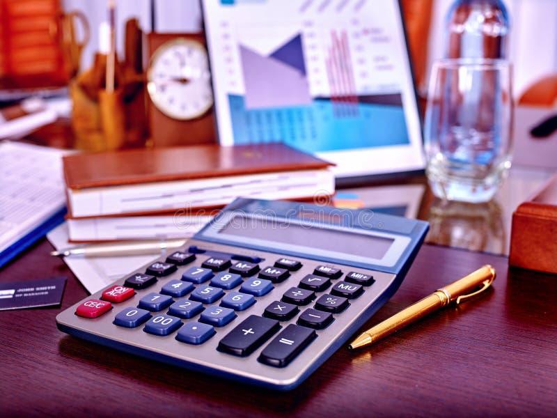 在桌上的企业静物画 免版税库存照片