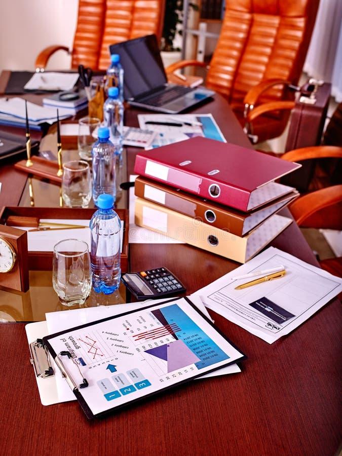 在桌上的企业静物画 库存图片