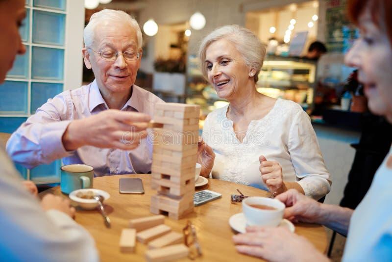 在桌上的塔 免版税库存照片