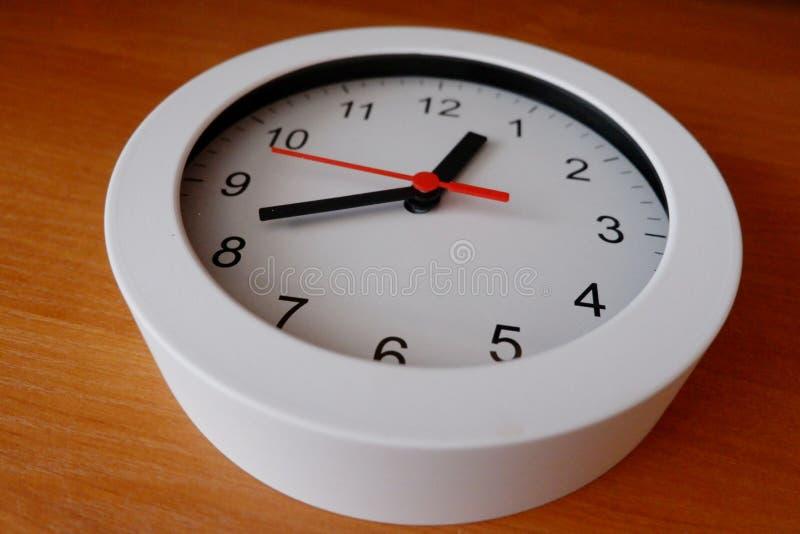 在桌上的时钟 库存图片
