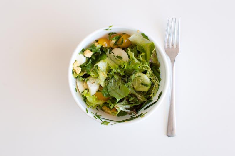 在桌上的沙拉 免版税库存照片